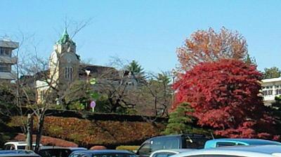 公会堂と紅葉と
